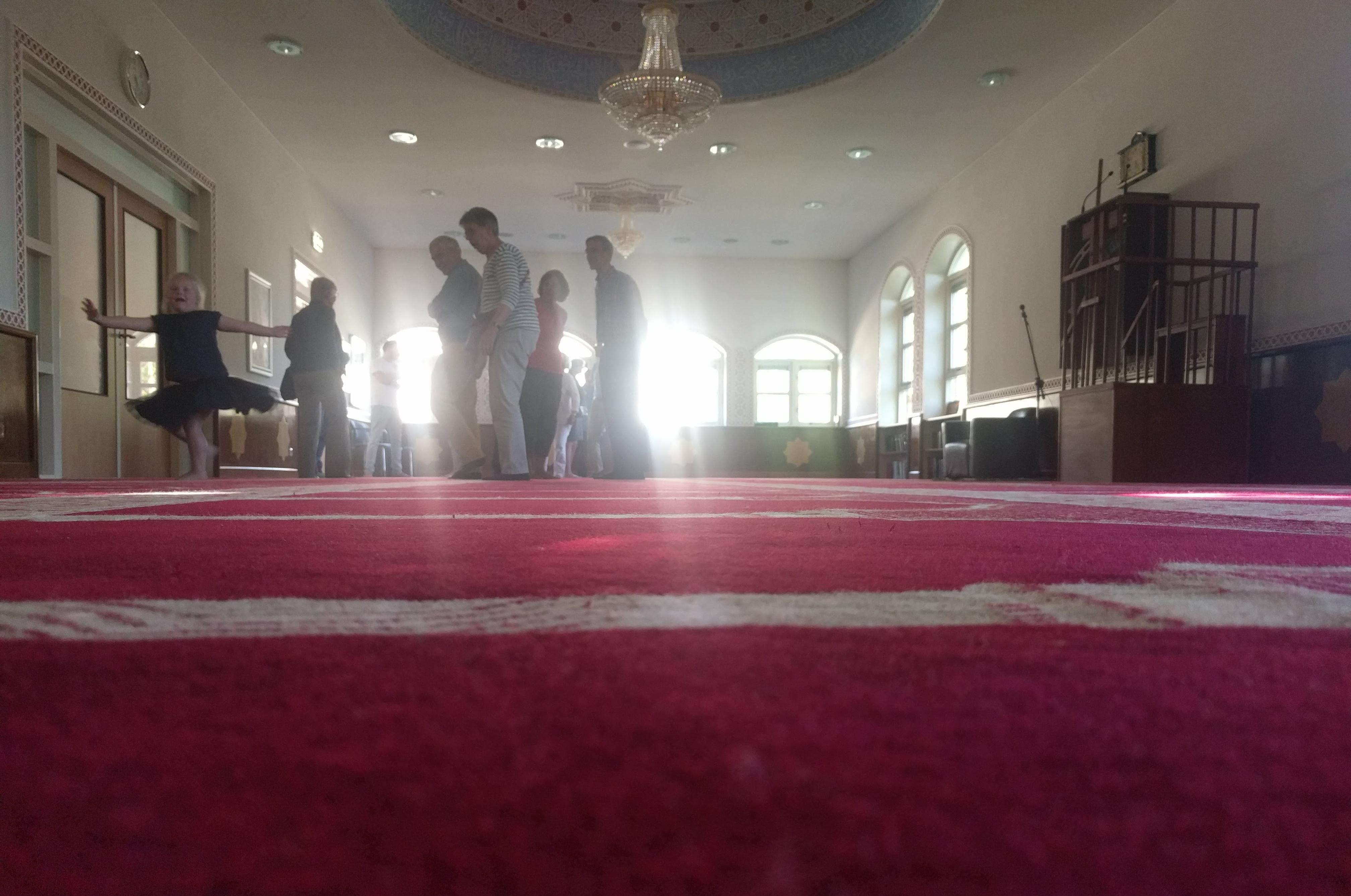 Buurt neemt een kijkje in de Driebergs-Marokkaanse moskee aan de Akkerweg, op de open dag van 5 mei 2018
